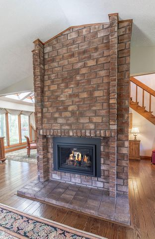 3934 Hemmingway Dr - Fireplace - 12