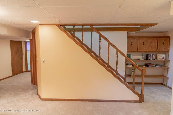 3934 Hemmingway Dr - LL Stairs - 37