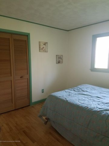 222 Engle Dr - BEDROOM - 16