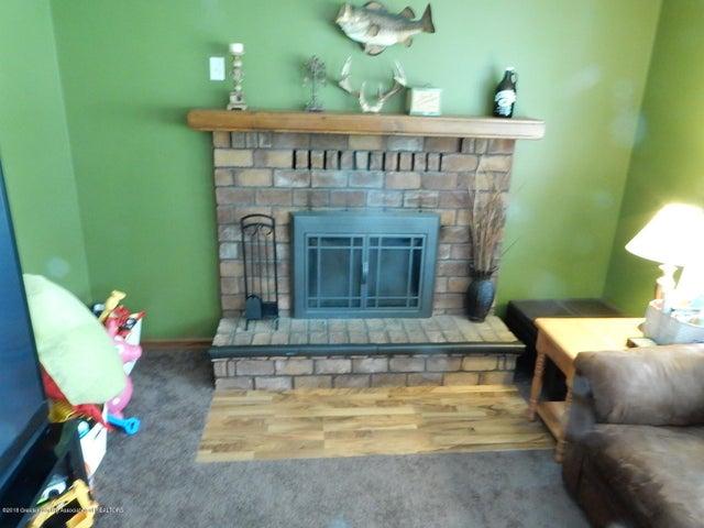 37 Charlotte St - Fireplace - 3
