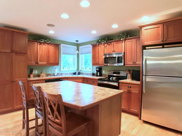 5472 Earliglow Ln - Kitchen - 8