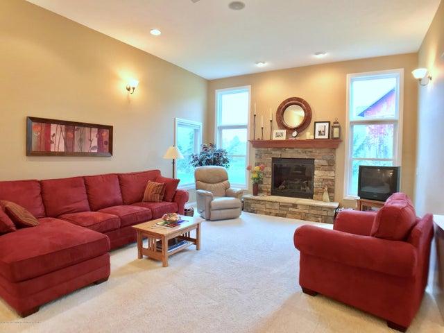 5472 Earliglow Ln - Living Room - 4