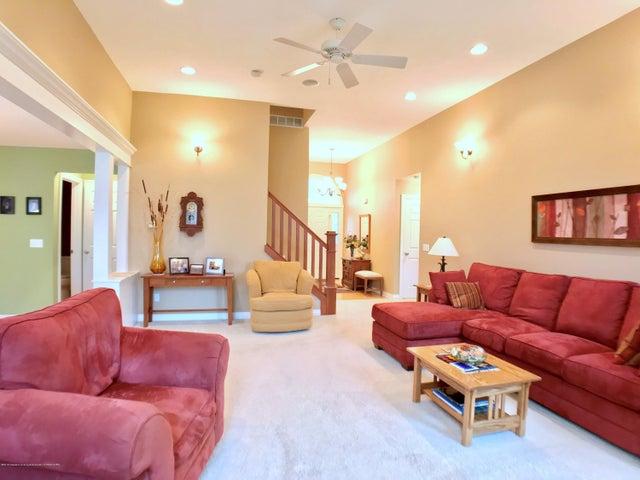5472 Earliglow Ln - Living Room - 5