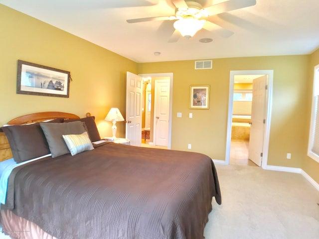 5472 Earliglow Ln - Master Bedroom - 13