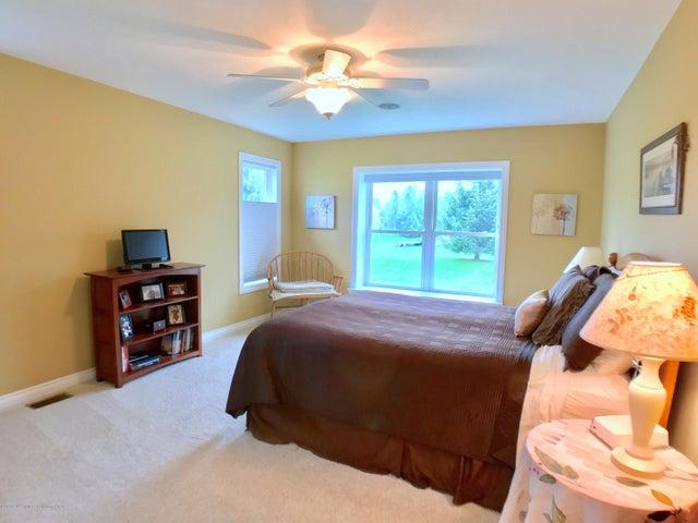 5472 Earliglow Ln - Master Bedroom - 12