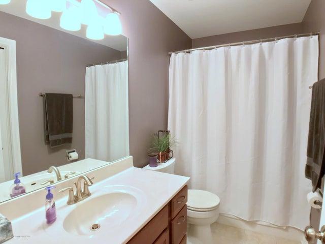 5472 Earliglow Ln - Second Level Full Bath - 22