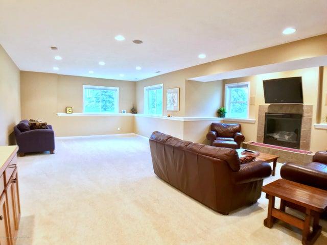 5472 Earliglow Ln - Family Room - 24