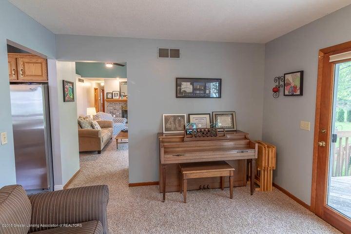 2425 Bush Gardens Ln - Living Room - 21