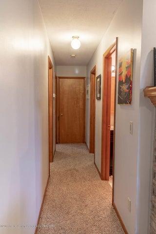2425 Bush Gardens Ln - Hallway to Bedrooms - 23