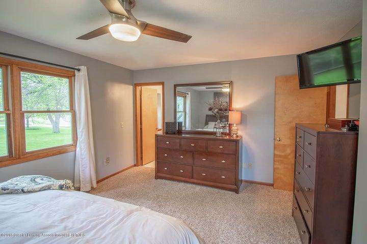 2425 Bush Gardens Ln - Master Bedroom - 25