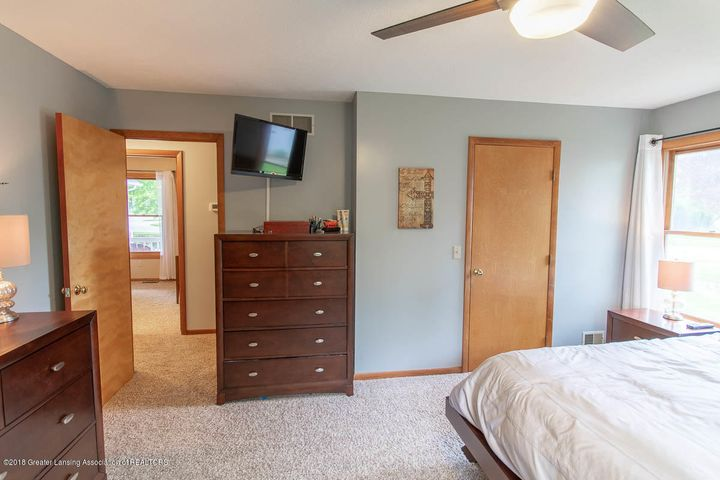 2425 Bush Gardens Ln - Master Bedroom - 26
