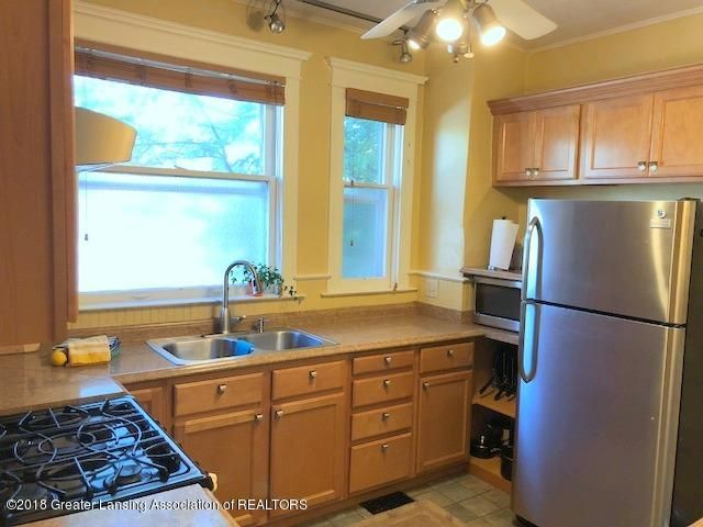 310 N Chestnut St - Kitchen - 12