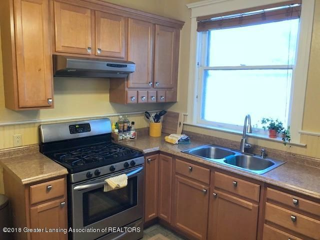 310 N Chestnut St - Kitchen - 13
