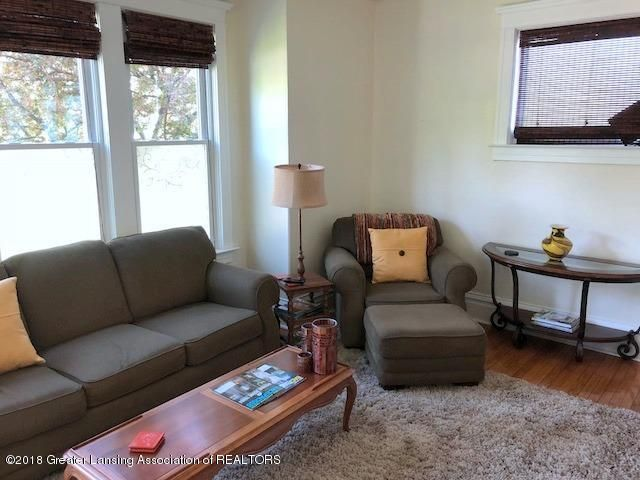 310 N Chestnut St - Living Room - 6