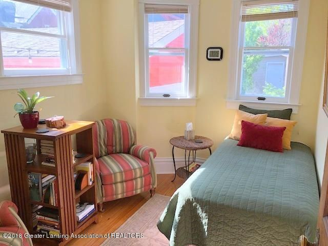 310 N Chestnut St - Bedroom - 16