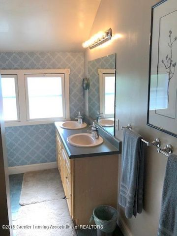 310 N Chestnut St - Bathroom - 18