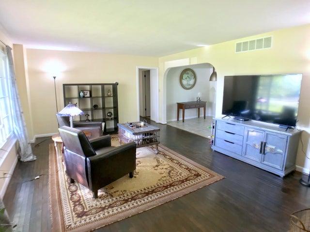 5367 Marsh Rd - Living Room - 4