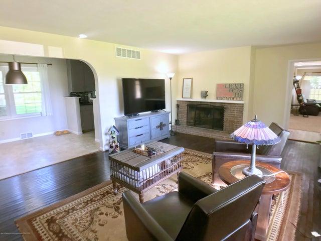 5367 Marsh Rd - Living Room - 5
