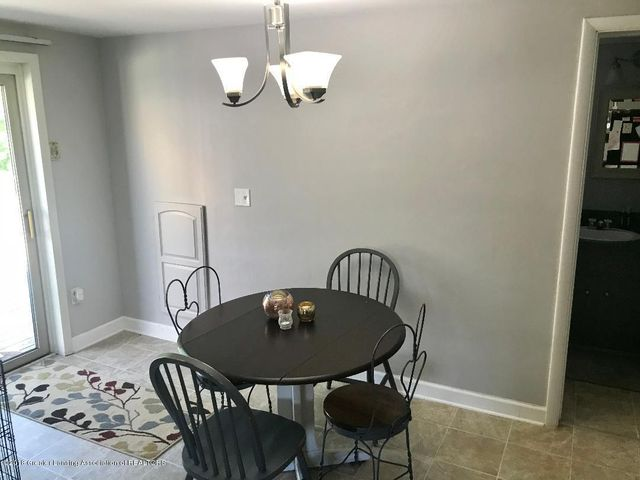 131 E Washington St - Dining Area - 13