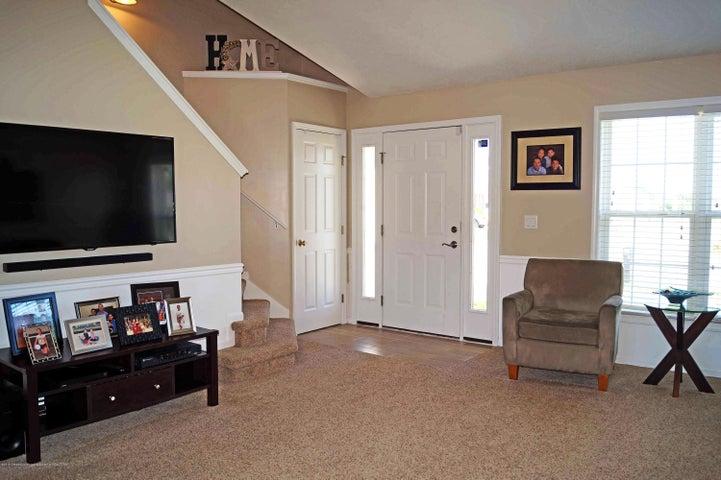 5711 Ladderback - Living Room - 4