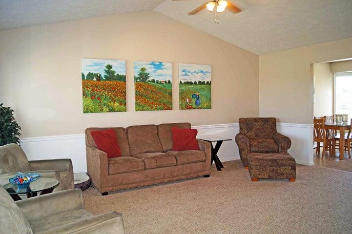 5711 Ladderback - Living Room - 5