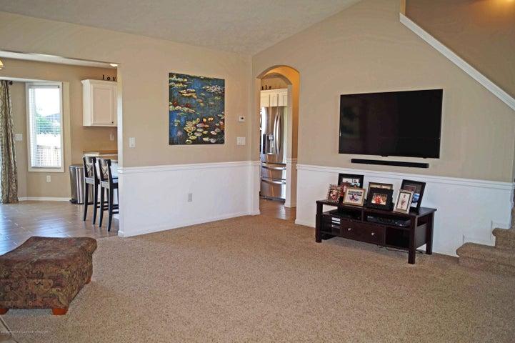 5711 Ladderback - Living Room - 6