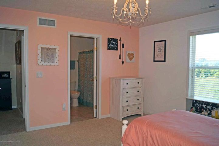 5711 Ladderback - Bedroom - 20