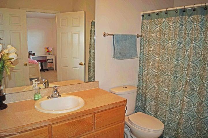 5711 Ladderback - 2nd Full Bath - 21