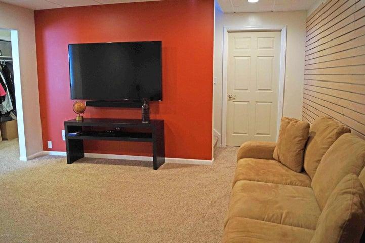 5711 Ladderback - Family Room - 24