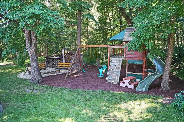 1847 Crest St - Play Area - 28