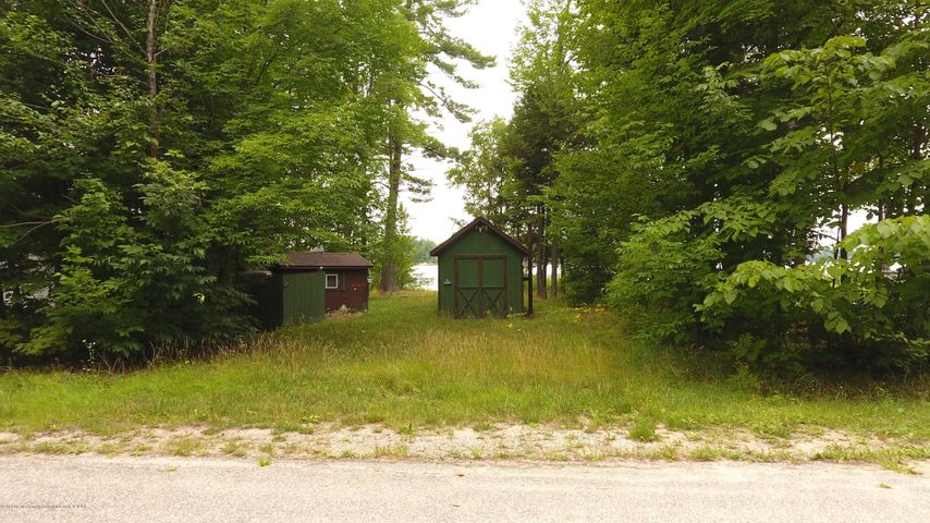 631 NE Lake Drive, Kalkaska, MI 49646
