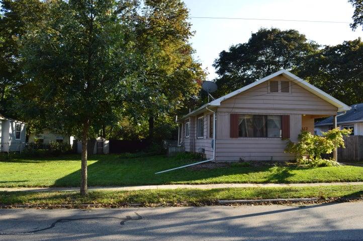 912 Pacific Avenue, Lansing, MI 48910