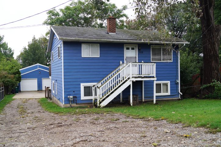 Two living spaces in one! 3 bedrooms, 2 full baths! and Could be easily converted into a duplex!