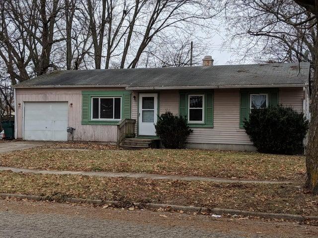 3912 S Deerfield Avenue, Lansing, MI 48911