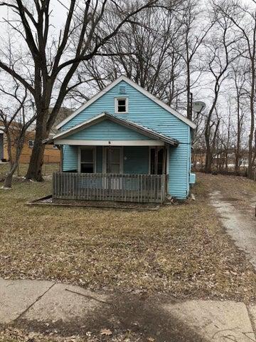 2106 N Grand River Avenue, Lansing, MI 48906