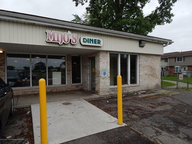 5131 N Grand River Avenue, Lansing, MI 48906