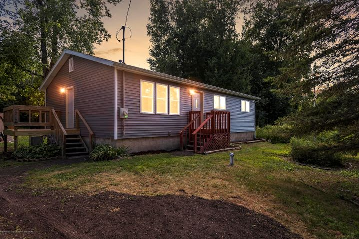 6717 Lansing Road, Perry, MI 48872