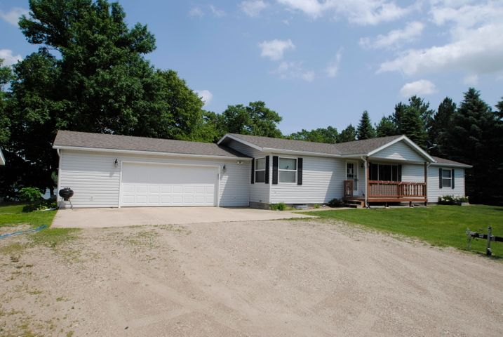 Affordable Lake home - 5 bedrooms! Huge deck and big beautiful yard!