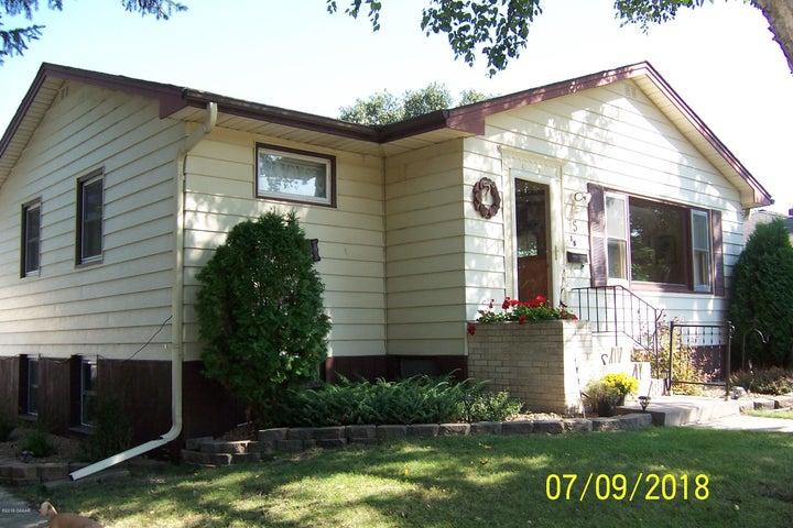 15 N Court Street, Morris, MN 56267