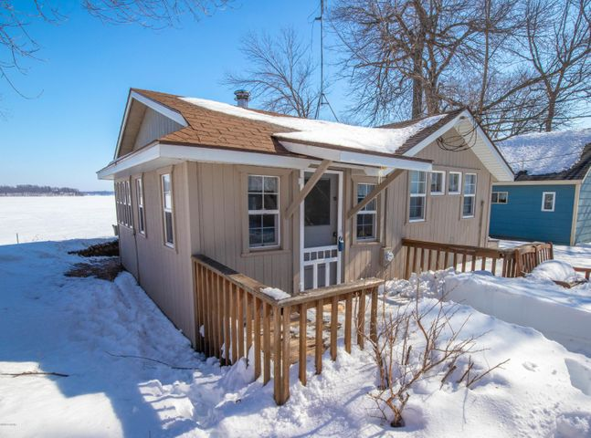 Adorable and Affordable! Check out this cute as can be cabin on Lake Ida! 1 bedroom plus bunk house. Great lakeshore!