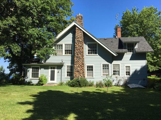 198'Shoreline and Classic Lake Home!