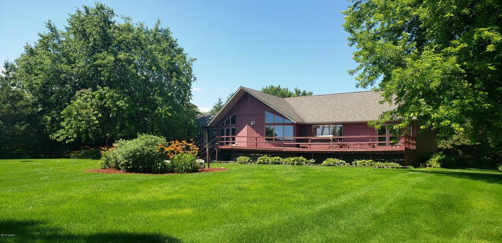 1 Riverview Drive, Morris, MN 56267