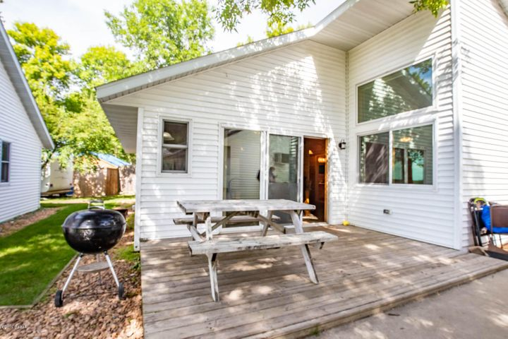 Eden Acres Association is a 21 acres oasis for lakeside enjoyment! This beautiful cabin offers 3 bedrooms and 2 baths an open concept and beautiful lakeside & courtyard views. Escape and let the association work for you!