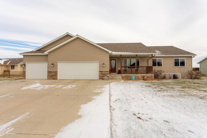 If an open concept, main floor laundry, big back yard, vaulted ceilings and a neighborhood park are a few items on your wish list...here it is! Curt Felt Dr. is waiting for someone to call it THEIR home. With five bedrooms in all, 3 bathrooms and over 2,500 square feet, it will give you more than enough space to sprawl out in comfort. Did I mention that 3 of the 5 bedrooms are on the main level? Or that it has sprinkler system? Yup, it does! If this house checks off a lot of your boxes, then book a showing today!