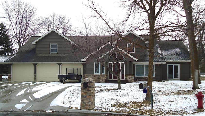 102 Kenwood Court, Thief River Falls, MN 56701