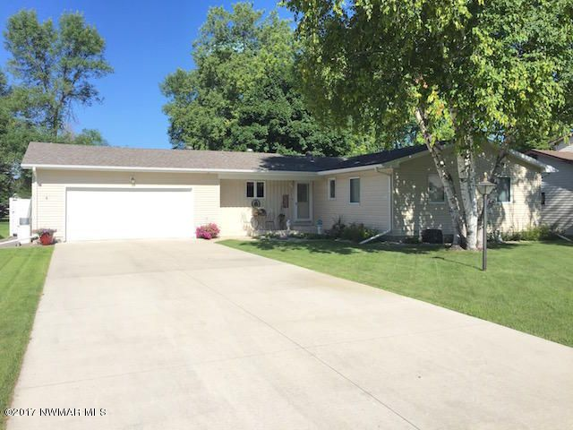 607 Kneale Avenue S, Thief River Falls, MN 56701