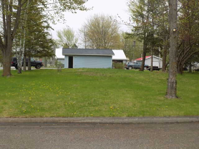 Lot view and garage, looking from 3rd Avenue SE.