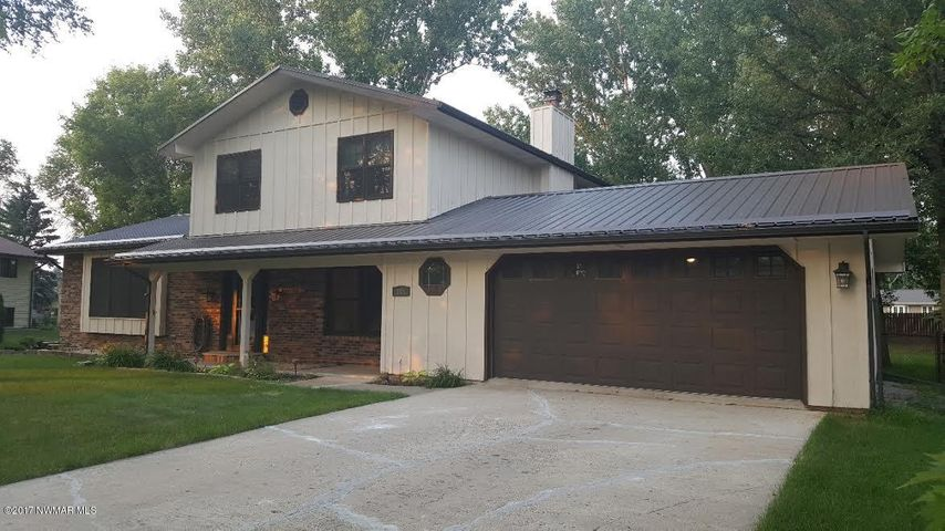 108 Kenwood Court, Thief River Falls, MN 56701
