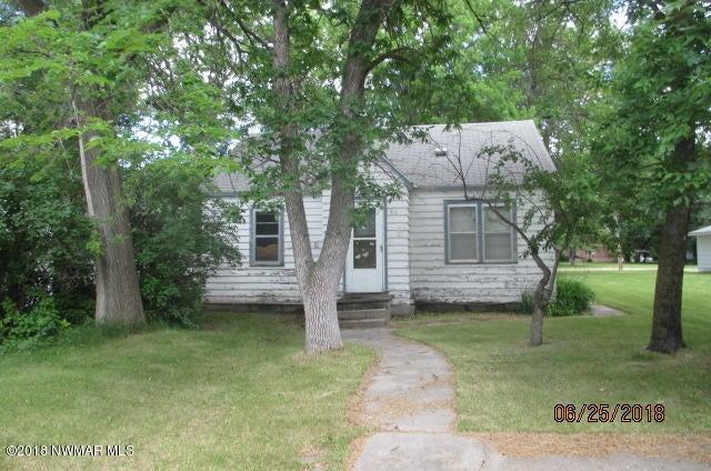 710 Elm Avenue S, Hallock, MN 56728