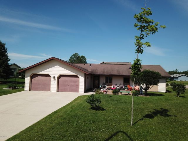 304 lincoln Court SW, Warroad, MN 56763
